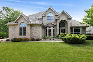 611 Waters Edge Dr South Elgin, IL 60177