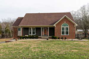 7005 Oak Valley Dr Pewee Valley, KY 40056