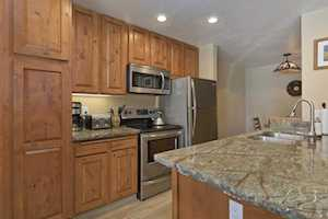 261 Lakeview Blvd. #34 Crestview Condos #34 Mammoth Lakes, CA 93546