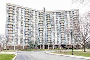 40 N Tower Rd #4F Oak Brook, IL 60523