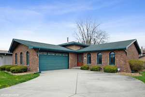 8510 E E Candlelight Dr Willow Springs, IL 60480