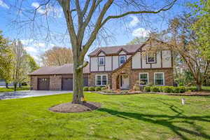 2 Norbert Dr Hawthorn Woods, IL 60047