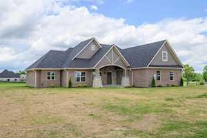 201 Ridgefield Drive Nicholasville, KY 40356