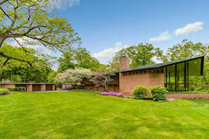 170 N Mayflower Rd Lake Forest, IL 60045