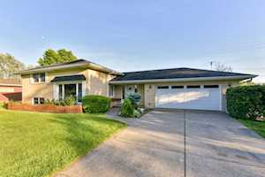 7 W Stonegate Dr Prospect Heights, IL 60070