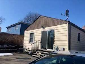 153 Hickory St Mundelein, IL 60060