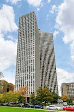 2626 N Lakeview Ave #2201 Chicago, IL 60614