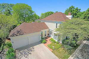 13 The Court of Lagoon View Ct Northbrook, IL 60062