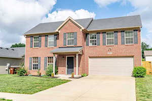 9214 River Trail Dr Louisville, KY 40229