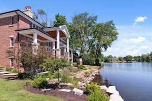 221 Murphy Lake Ln Park Ridge, IL 60068