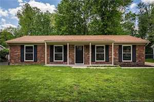2009 Cardinal Ln Jeffersonville, IN 47130