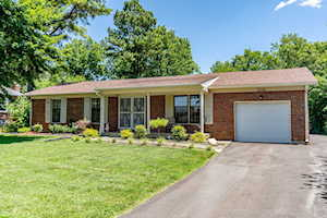 3305 Stony Brook Dr Jeffersontown, KY 40299