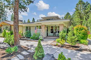 2632 NW Crossing Dr Bend, OR 97703
