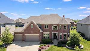 4244 Honey Locust Dr Naperville, IL 60564