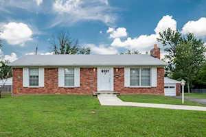 6705 Green Meadow Ct Louisville, KY 40207