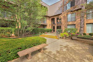 3 The Court of Harborside #301 Northbrook, IL 60062