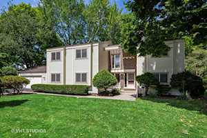 650 Ridgewood Ln Libertyville, IL 60048
