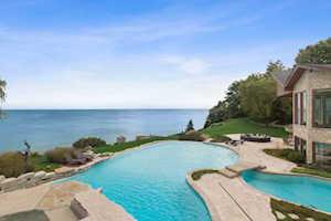 1717 Shore Acres Dr Lake Bluff, IL 60044