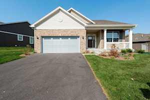 1090 Oak Bluff Rd Crystal Lake, IL 60012