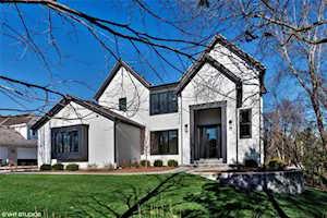 1104 New Castle Dr Libertyville, IL 60048