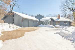 4 Tanglewood Ct Hawthorn Woods, IL 60047