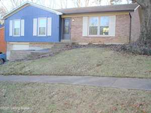 5602 Wooded Lake Dr Louisville, KY 40299