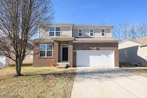 5422 Bannon Crossings Dr Louisville, KY 40218