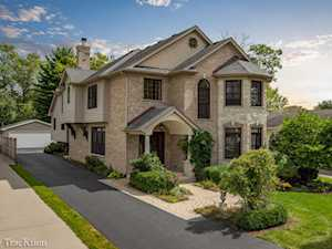 4229 Belle Aire Ln Downers Grove, IL 60515