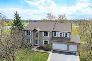 6 Long Cove Ct Lake In The Hills, IL 60156