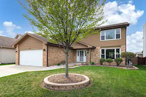 734 Eastchester Rd Wheeling, IL 60090