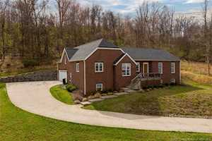 2715 Clearstream Ct New Albany, IN 47150