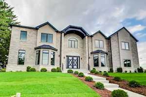 7910 Clarendon Hills Rd Willowbrook, IL 60527
