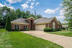 10006 Forest Village Ln Louisville, KY 40223