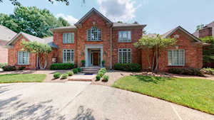 519 Woodlake Dr Louisville, KY 40245