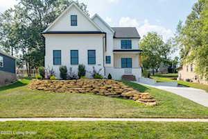 510 Wood Lake Dr La Grange, KY 40031