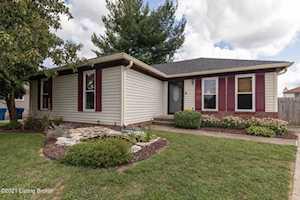 1309 Oak Ridge Ct Simpsonville, KY 40067