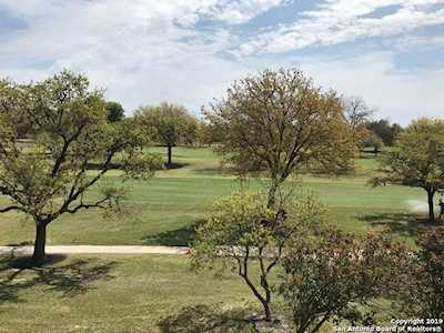 The Pinnacle at Oak Hills | San Antonio Low Rise Condos for Sale