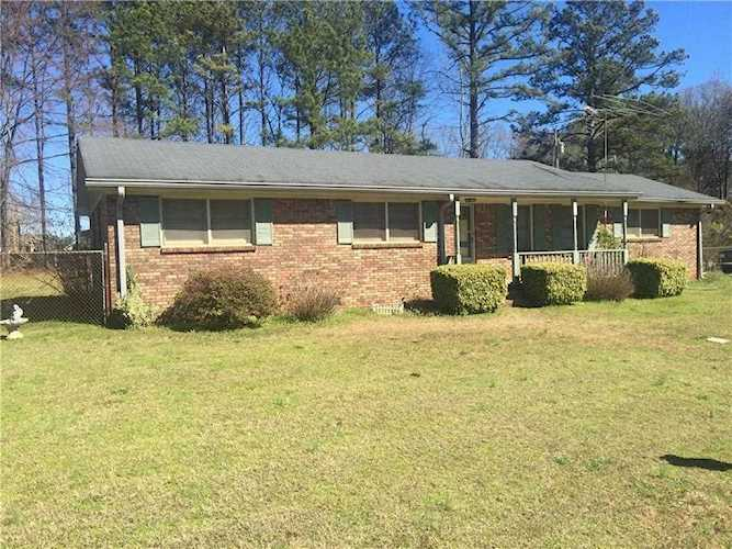 3BR/1 5BA Four Sided Brick Ranch, Only One Owner,  46 Acre Corner Lot,  Handicap Ramp, Large Family   5823991