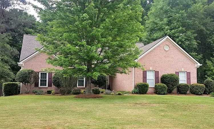 Immaculate ranch home! Open floor plan! 3 car side entry garage! Inviting on
