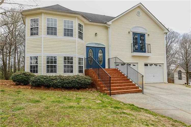 Superb Wow Check Out This Awesome Home With Character 4 Bedrooms And 3 Baths This Home Features New 6048026 Home Remodeling Inspirations Propsscottssportslandcom