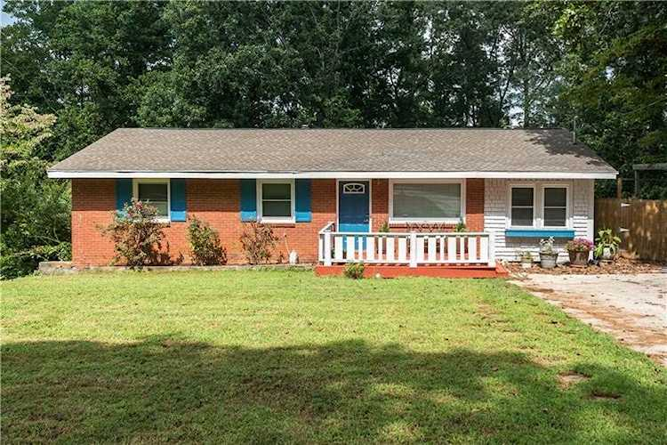 One of the lowest price homes available in the area, this bright and  spacious Atlanta ranch is   6069889
