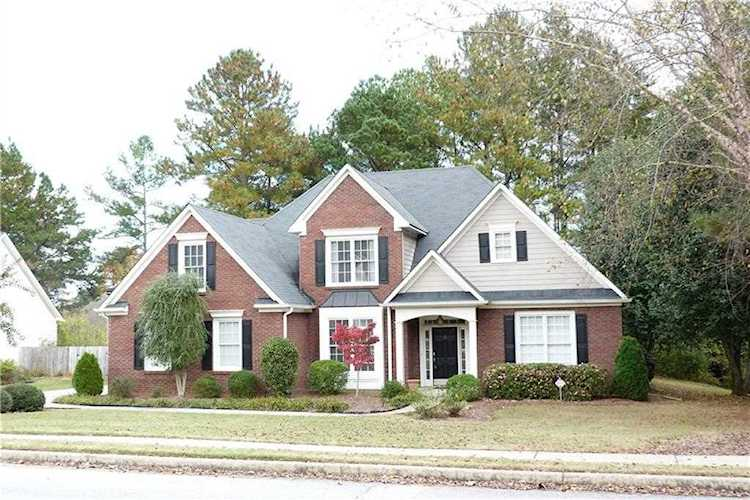 Fabulous Master on Main in top-rated NORTH GWINNETT school district! Huge  Kitchen w/stainless   6097998