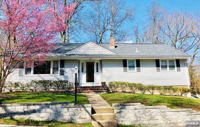650 Ellen Place Oradell, NJ 07649 | MLS 1910675