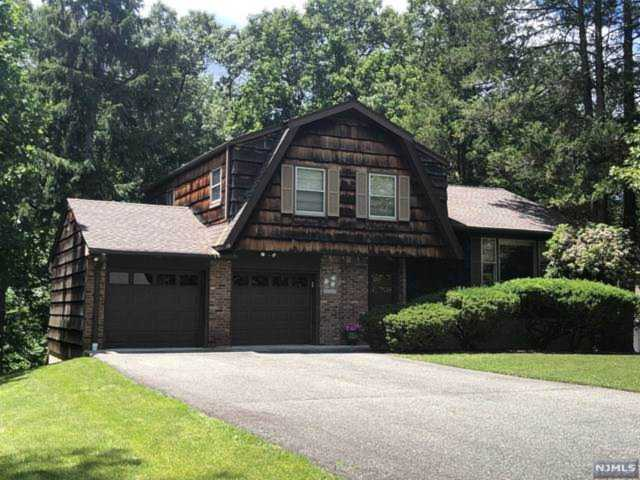 19 Cressfield Court Woodcliff Lake, NJ 07677 | MLS 1912505