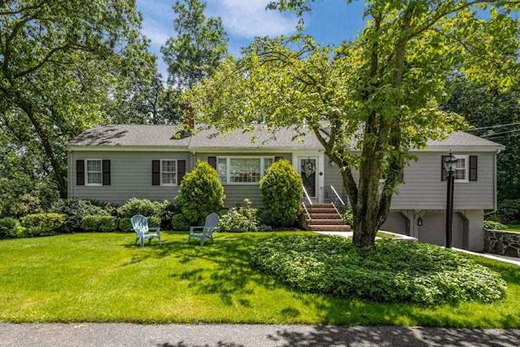 33 Doncaster Circle Lynnfield Ma 01940 Mls 72597482